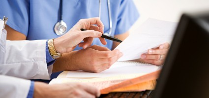 How to make a choice between in-house and outsourcing medical laboratory billing services?